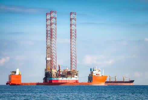 Semi-submersible oil rig vessel